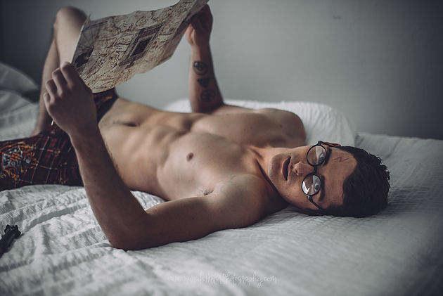 """长袍下的身材太美妙!""""哈利·波特""""床照性感至极"""