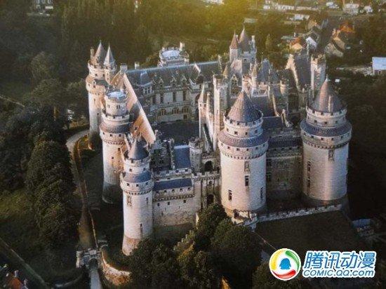 《剑风传奇》举办法国城堡旅行活动