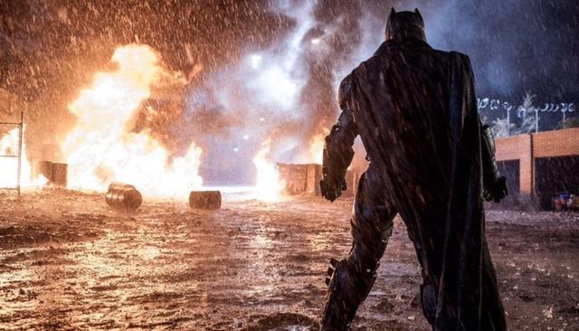 《蝙蝠侠大战超人》曝幕后照,神奇女侠抢镜