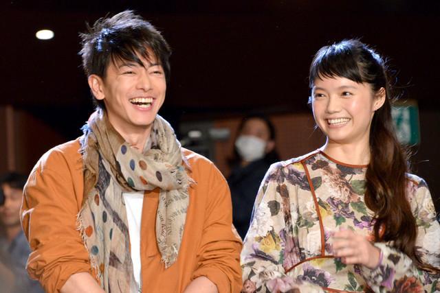 佐藤健与宫崎葵拍《猫》时最想吃梅子饭团