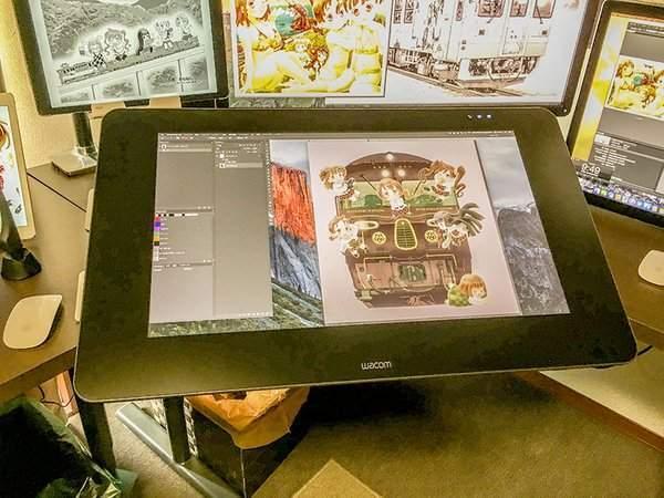 《百合铁》作者是果粉 公开工作室照片炫富