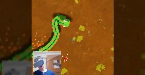 脖子断了!玩家打造VR版《贪吃蛇》