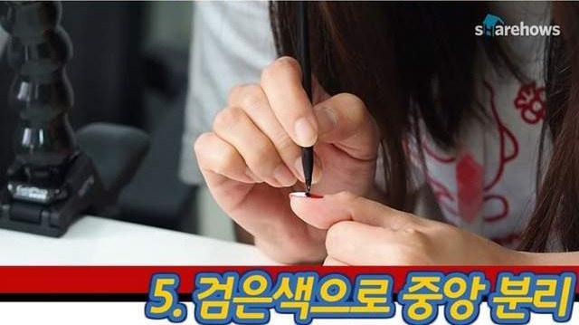 《宝可梦GO》热度不减 国外美女制作小精灵指甲
