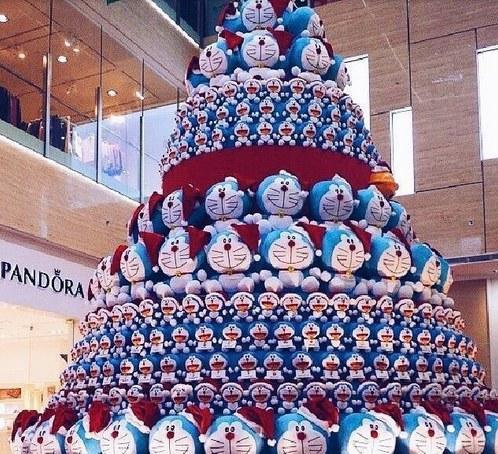 哆啦A梦送好运!蓝胖子圣诞树炫酷登场