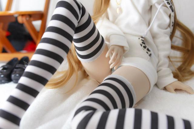 企鹅娘吐槽:白丝、黑丝OR条纹袜?你更萌哪一种袜子呢?