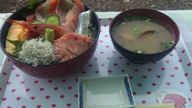 舰娘咖喱饭vs少战海鲜丼 价格与美貌差太远
