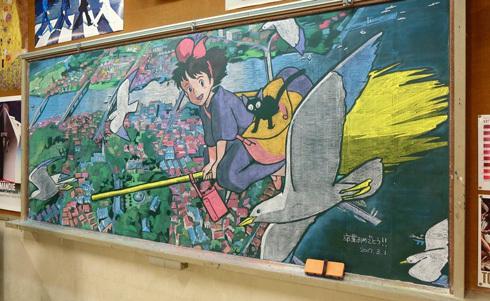 日本老师黑板绘制《小魔女宅急便》