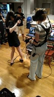 汁波蜜演《电车痴汉》真人版 VR公司推痴汉体验机