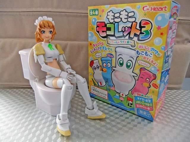 用动漫美少女的马桶喝饮料 日本人不是一般的变态
