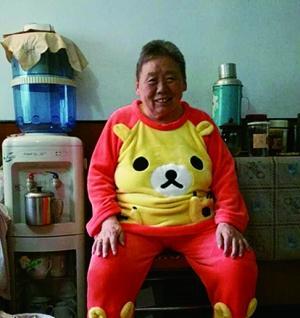 82岁奶奶为与孙女沟通迷上二次元