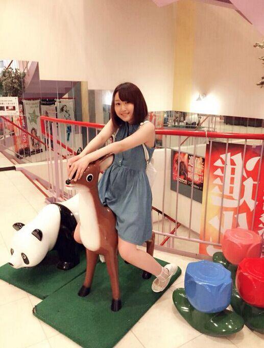 《搞姬日常》美女作者推特发布个人照