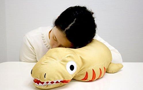长相蠢萌!《真哥斯拉》推出蒲田君形态腕枕靠垫