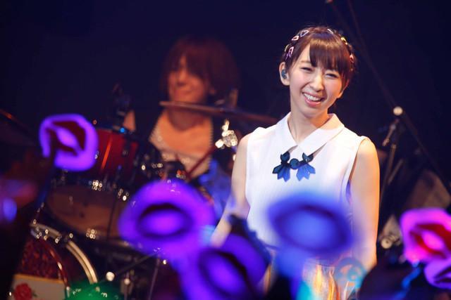 饭田里穗演唱会现场宣布新单曲消息 多图慎入!