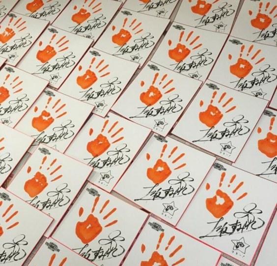 政委签完两千张手印签名纸