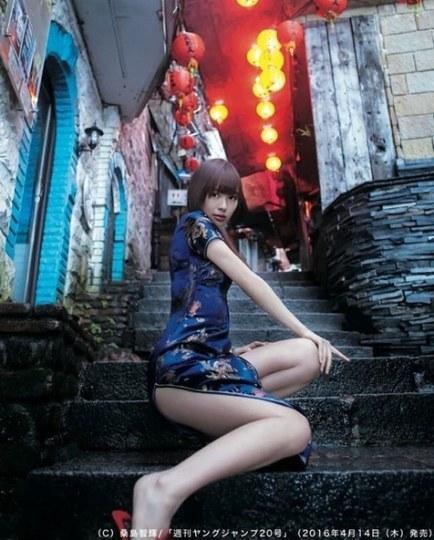 内田理央穿旗袍为《Young Jump》拍性感写真