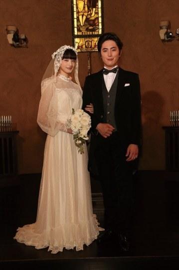 漫改剧《高台家的成员》发布结婚照