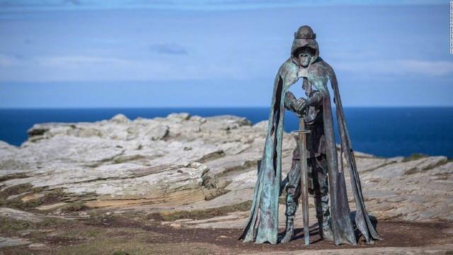 FGO抽卡玄学圣地?英国亚瑟王雕像走红