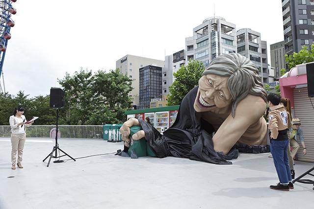声优井上麻里奈出席《巨人》逃脱游戏开幕式