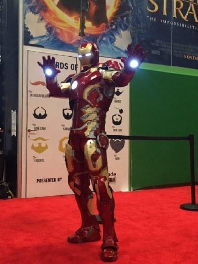外国网友超精美钢铁侠盔甲亮相漫展
