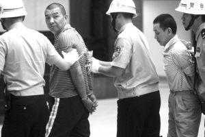 死刑毒贩:行刑前1小时看3岁女儿视频(图)