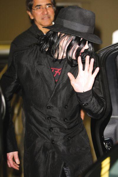 杰克逊临终模样曝光 脸上有疤痕胸口有瘀伤