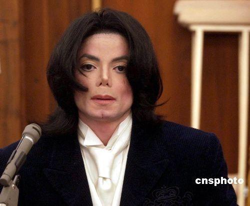 杰克逊暴瘦没有鼻梁 骇人尸检报告遭官方辟谣