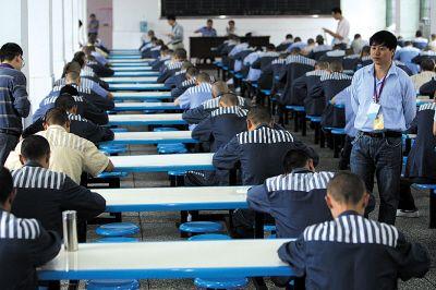 两百犯人监狱内参加自考 出狱后可获文凭(图)