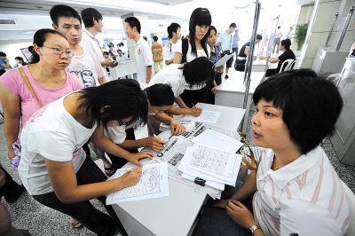 今年重庆大学生就业已超8成 专科生就业率最高