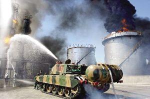 重庆拟装备消防坦克 可穿墙钻火海不怕毒(图)