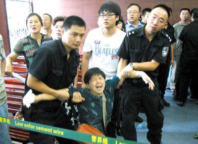 """西三街""""蟹霸""""获利百万 一审被判20年(图)"""