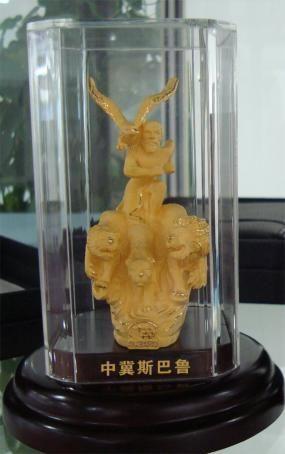 在9月30日前定购新legacy力狮的客户,将获得中冀斯巴鲁免费赠送的斯巴鲁雕像1个