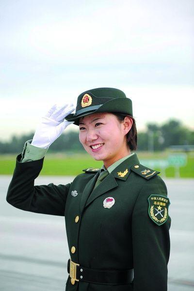 重庆第三军医大女博士在女兵阅兵方队第一排