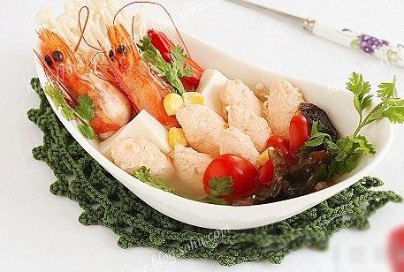三文鱼鲜虾金针菇豆腐汤