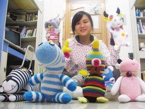 这个大学女生手真巧 袜子制成十二生肖玩偶