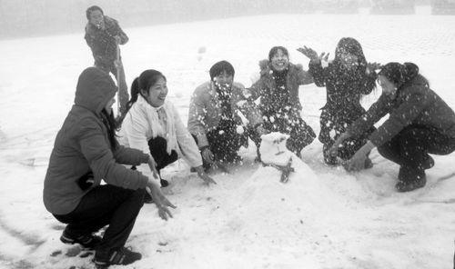 仙女山第一场大雪早来半个月 积雪5cm可堆雪人