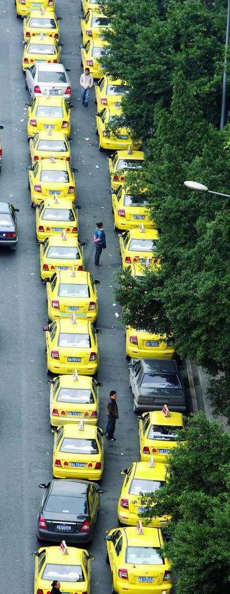 出租车四个交班方案哪个更好? 请你提建议