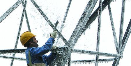 提前了1个月 主城今冬首场雪飘落北碚(图)