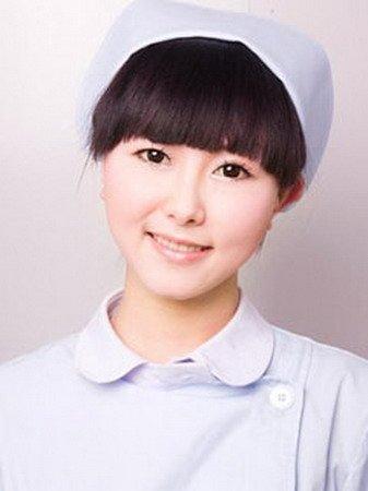 网友贴最美护士照 pk重庆露腿女护士图