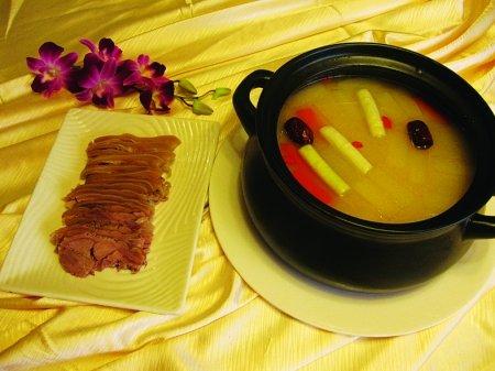 重庆饭店美味汤锅温暖过圣诞