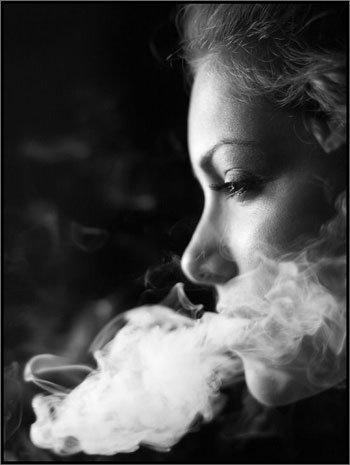 女人!你抽烟不?