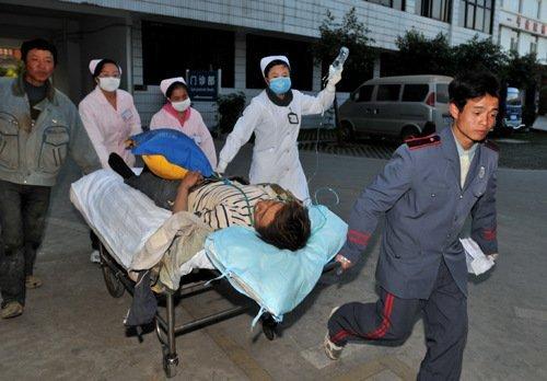 昆明在建新机场立交桥垮塌7人死亡34人受伤
