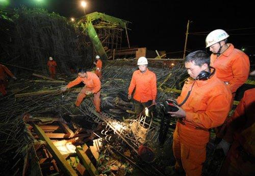 昆明桥梁垮塌致7死 工人称主因系偷工减料