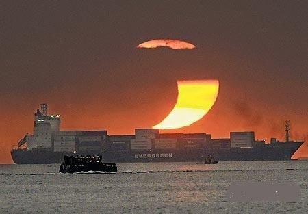 日环食上演 多地可见如新月般的太阳带食而落