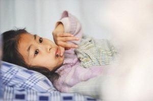 女童患血癌医院过春节 渴望妈妈归来