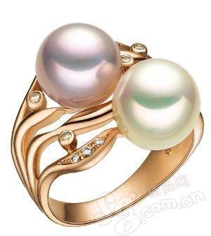 戒指/七彩云南 珍珠是非常具有东方韵味的珠宝材质,这款戒指的戒面