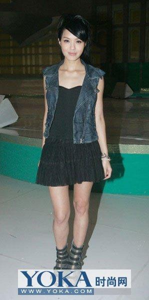 近期香港女星穿衣 减龄LOOK盛行
