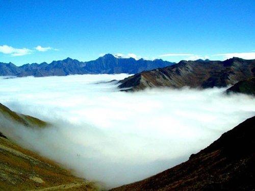 浓雾袅绕在群山间—江津四面山