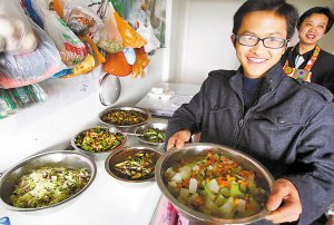 大一学生打工挣3万元 创业办起DIY餐馆(图)