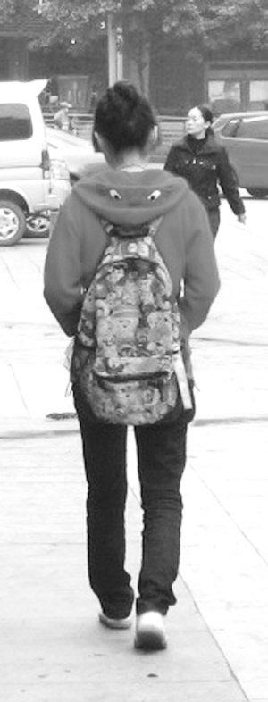 15岁女生公交车上遭遇咸猪手急寻目击者_社三个字女孩网名qqa女生图片