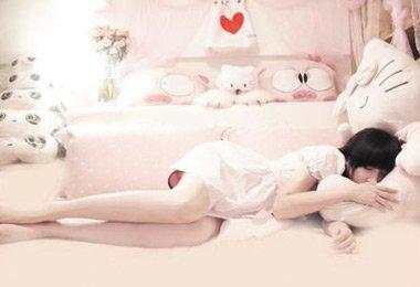 趴着睡觉的美女趴着睡觉趴着睡趴着